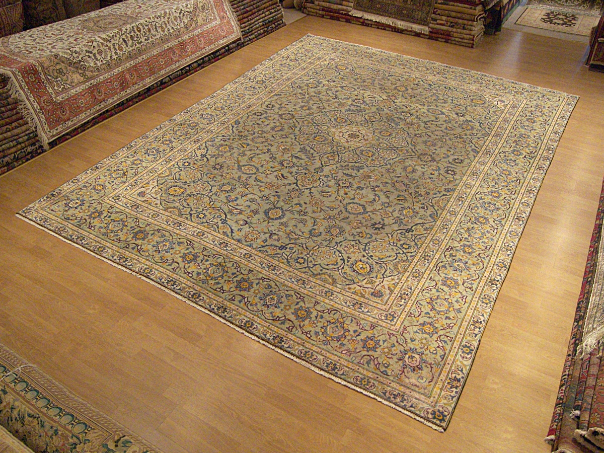 This Is A Beautiful Finely Knotted 8 10 X 12 Persian Royal Kashan Rug Hand Woven In The 1930s By One Of Best Weaver Family At That Time